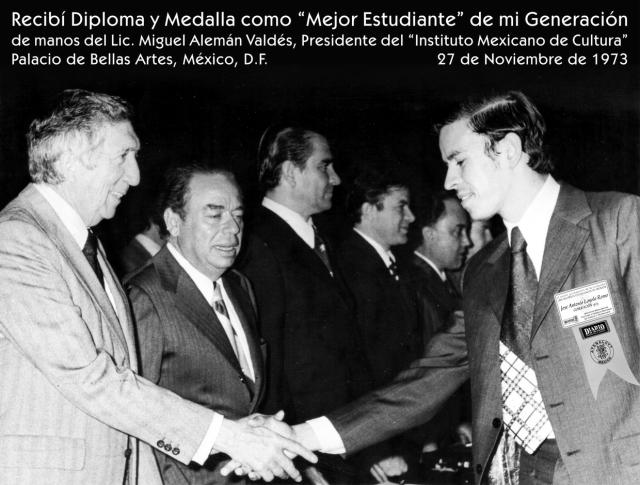 1973 11 27 Recibí Diploma y Medalla, Bellas Artes (03)